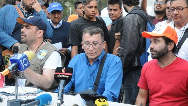 Los portavoces de la caravana apuestan por mantenerse unidos para hacer frente a los peligros que les esperan. (@elsolde_mexico)