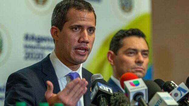 """En un mensaje cargado de entusiasmo y positivismo pero con pocos anuncios, Juan Guaidó destacó que """"Venezuela no está sola"""". (EFE)"""