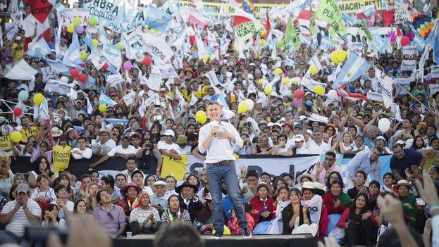 El candidato opositor a la presidencia de Argentina Mauricio Macri, en su acto de cierre de campaña este jueves. (Twitter/@mauriciomacri)