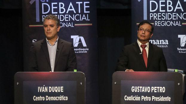 Los candidatos a la presidencia colombiana, Iván Duque y Gustavo Petro, intengan ganarse a los jóvenes, que pueden decantar la elección. (captura)
