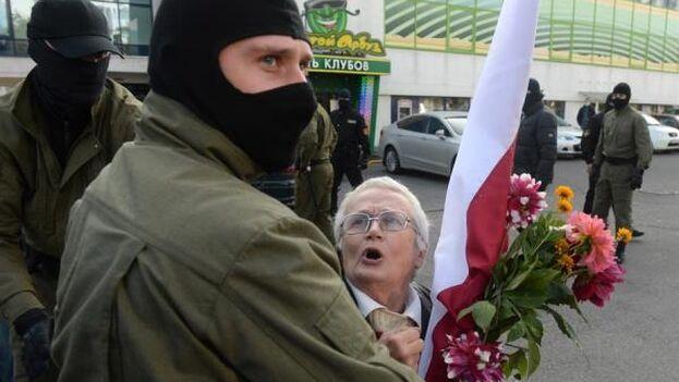 Desde las elecciones presidenciales del 9 de agosto pasado Bielorrusia es escenario de las mayores manifestaciones populares de su historia postsoviética. (EFE)