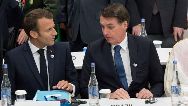 El presidente francés, Emmanuel Macron, y el presidente de Brasil, Jair Bolsonaro durante la cumbre del G20 en Osaka. (Archivo)