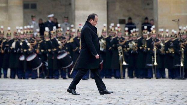 El presidente François Hollande en los Inválidos para el homenaje a las víctimas de los atentados del 13 de noviembre