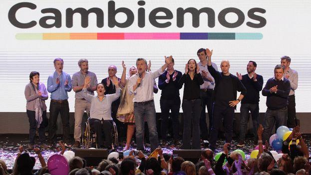 El presidente, Mauricio Macri, celebra la victoria electoral de Cambiemos en las primarias de este domingo a nivel nacional. (@mauriciomacri)