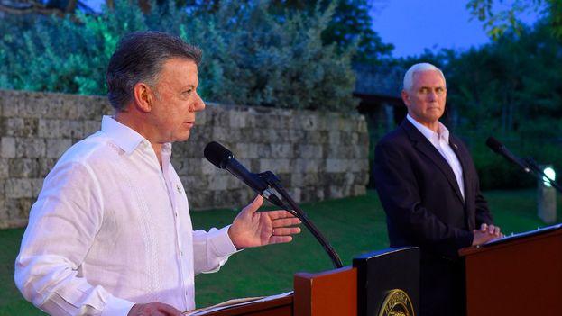 El presidente colombiano pidió a Pence que la solución para Venezuela no pase por una intevención militar. (@JuanManSantos)