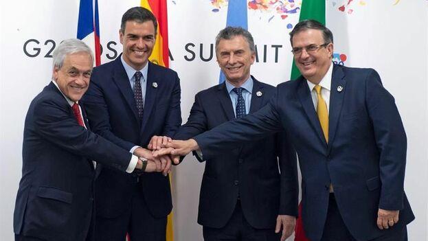 El presidente del Gobierno español, Pedro Sánchez (2i), el presidente de Chile, Sebastián Piñera (i), el presidente de Argentina, Mauricio Macri (2ºd) y el canciller mexicano, Marcelo Ebrard (d), en la cumbre del G20 en Osaka, Japón. (EFE)