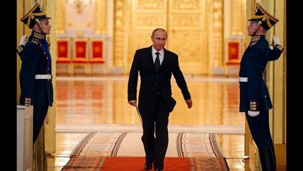El presidente ruso Vladímir Putin entrando al Kremlin a tomar posesión de su cargo. (CC)
