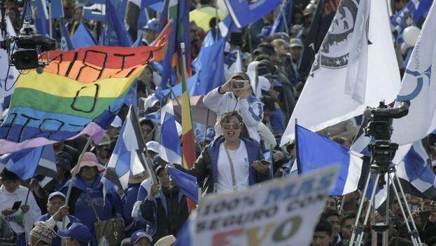 """El presidente boliviano advirtió a sus seguidores de que se juegan mantener este proceso o """"volver al pasado"""", si gana la oposición. (@evoespueblo)"""