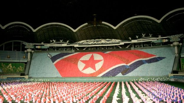 El presidente cubano asistió a un espectáculo masivo en el Estadio 1 de mayo de Pyongyang. (Minrex)