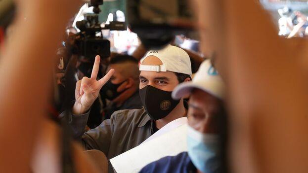La seguridad del presidente agredió, según denuncian algunos periodistas, a reporteros que cubrían las elecciones. (EFE)