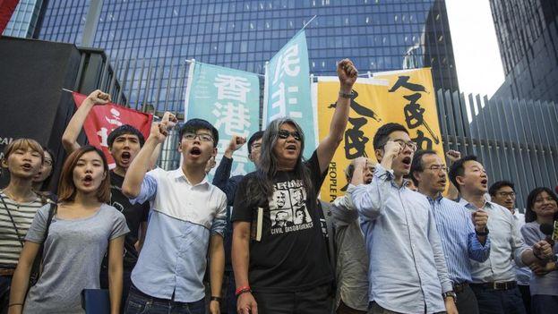 La marcha contó con la presencia de los principales activistas prodemocráticos hongkoneses que primera hora de la mañana habían sido retenidos por la policía. (EFE Archivo)