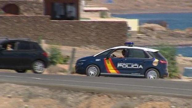 Los policías procedieron a la detención de dos hombres y una mujer, ésta última de británica y residente en España. (RTVC)