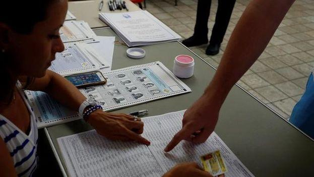 La consulta se celebra en medio de una profunda crisis financiera y con Puerto Rico en quiebra. (EFE)