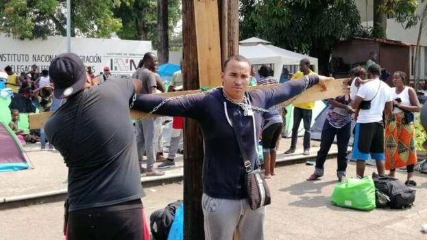 Es la segunda protesta que realiza Dennis Hernández Varona, que el pasado mes estuvo en huelga de hambre. (La Prensa)