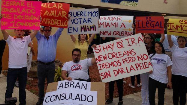 Una protesta para la apertura del consulado en Miami. (VenMundo)