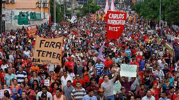 La medida contra la que protestaron los brasileños limita el aumento del gasto público en las dos próximas décadas y lo supedita a la inflación del año anterior. (Twitter)