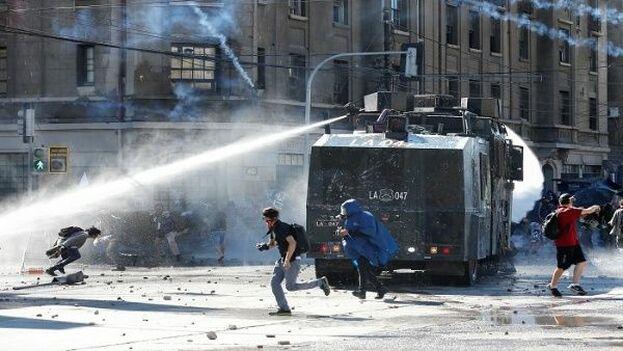Las protestas pacíficas y violentas continúan once días después de su inicio.