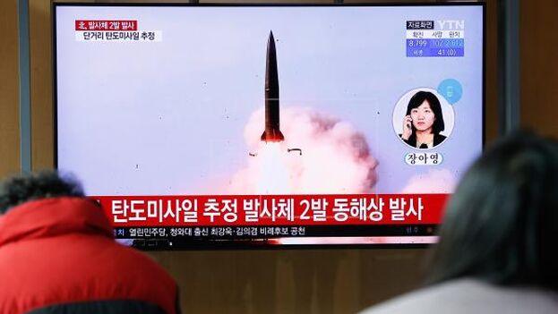 Los proyectiles, que se cree que pudieron ser misiles de corto alcance, cayeron en el mar de Japón. (EFE)