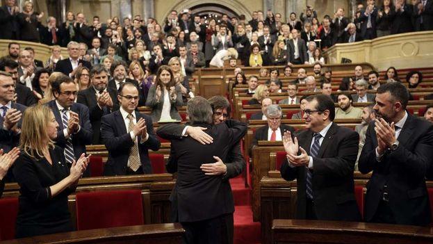 La ley del referéndum, que tendría lugar el 1 de octubre, ha sido aprobada en uno de los debates más tensos y maratonianos de la historia de la Cámara. (EFE)