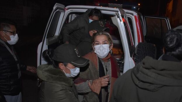 La jornada comenzó con la tensión que originó el traslado repentino de Áñez esta madrugada a otro penal en La Paz. (EFE)