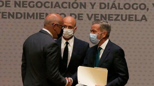 """El representante opositor venezolano también aclaró que ha habido conversaciones sobre """"el tema electoral"""", pero no ha sido """"el centro"""" de las negociaciones. (EFE)"""