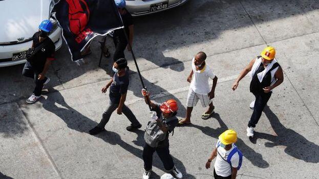 A pesar de la brutal represión, los birmanos no dejan de salir a protestar a las calles. (EFE)
