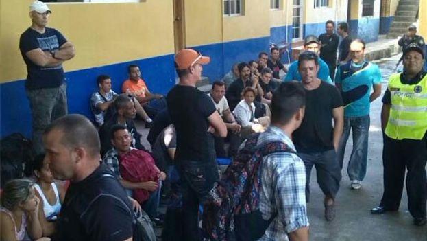 Las retenciones de cubanos en el Centro del Migrante en Choluteca son cada vez más habituales por el incremento del flujo migratorio. (La Prensa)
