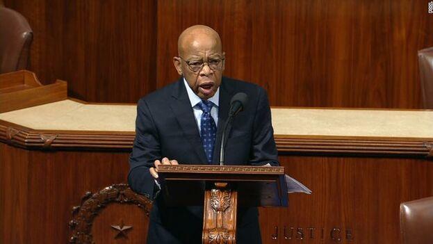 """""""No podemos retrasarnos. No debemos esperar. Ahora es el momento de actuar"""", dijo John Lewis, referente demócrata de los derechos civiles en un discurso esta semana. (captura)"""