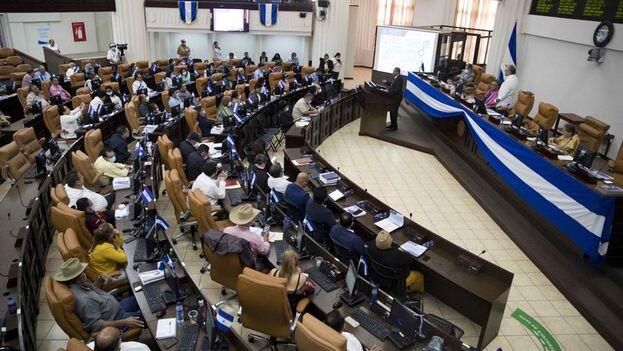 """Los diputados sandinistas votaron a favor de la iniciativa, que ha sido bautizada por la prensa no oficial como """"Ley Mordaza"""" o """"Ley Bozal"""". (EFE)"""