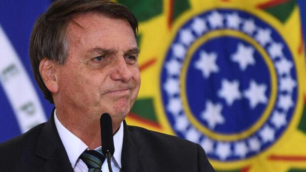 La errática gestión de una crisis sanitaria que ya deja cerca de 290.000 muertos en Brasil comienza a pasarle factura a Bolsonaro. (EFE9