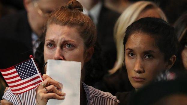 Los seguidores de Hillary Clinton lloraron al escuchar a la candidata derrotada. (EFE)