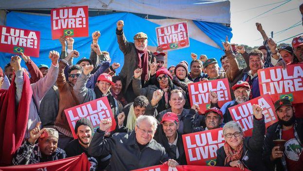 Los seguidores de Lula apladieron el fallo, una de las pocas alegrías que han recibido en los últimos tiempos. (LulaOficial)