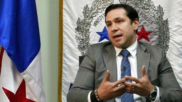 En esta imagen de archivo el ministro de seguridad de Panamá, Jonathan del Rosario, conversa con '14ymedio' en su oficina en Ciudad de Panamá. (14ymedio)