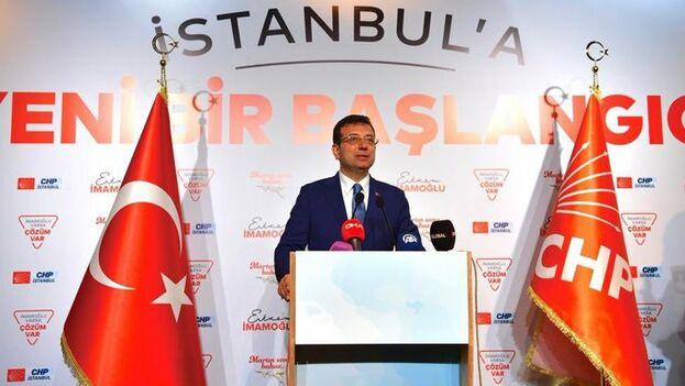 El líder socialdemócrata se hace virtualmente con la principal ciudad turca que llevaba 25 años en manos del partido de Erdogan. (@ekrem_imamoglu)