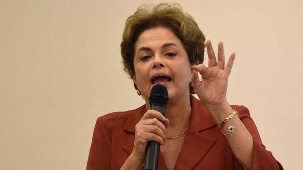 La presidenta suspendida de Brasil, Dilma Rousseff, en su primera aparición pública desde que fue separada del cargo. (EFE)