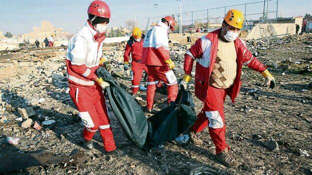 La tragedia aérea ocurrida el pasado miércoles costó la vida a 176 personas. (EFE)