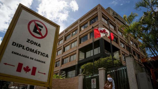 Con el cierre, los trámites se trasladarán a la sede diplomática de Canadá en Bogotá, en el país vecino. (EFE)