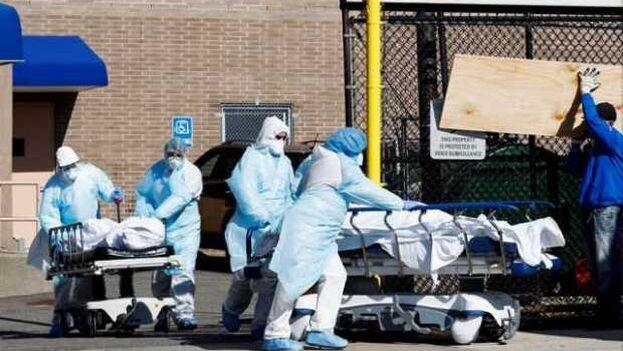 En las últimas 24 horas, al menos 2.108 personas han perdido la vida por el virus en Estados Unidos. (EFE)