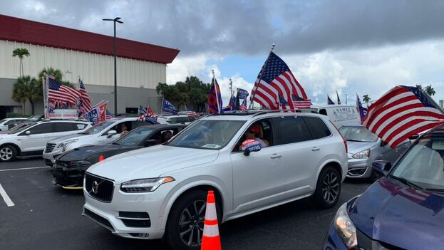 Al menos un millar de vehículos estaban en el estacionamiento del casino antes del inicio de la caravana y otros muchos se sumaron en distintos puntos del recorrido. (14ymedio)