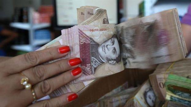 La moneda venezolana, el bolívar, se ha visto afectada por una hiperinflación del 700%. (EFE)