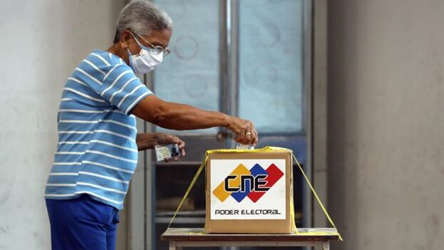 Más de 20,7 millones de venezolanos están llamados a las urnas para renovar el Parlamento de Venezuela, el único poder que controla la oposición. (EFE)