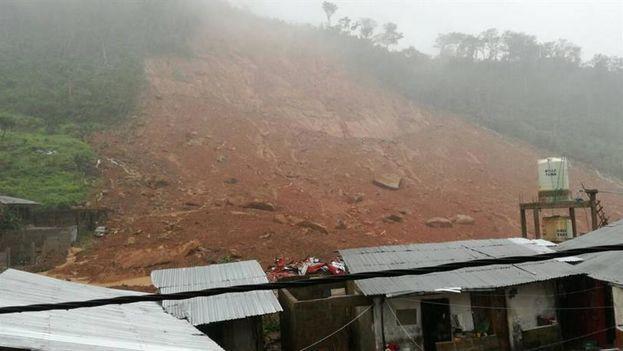 Entre las víctimas mortales por las inundaciones en Sierra Leona hay más de 30 niños. (EFE)