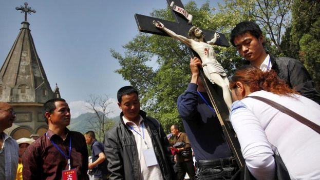 """El acuerdo """"afecta a la vida de la Iglesia y podría ayudar a estabilizar no sólo ordenamientos futuros sino la vida de los presentes"""". (CNS photo / Wu Hong)"""