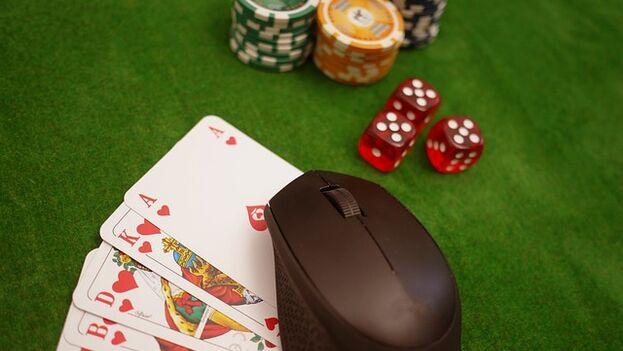 Algunos juegos online o actividades de un casino son compartidas por varias personas, cada vez más, el hecho de poder estar en línea con otros contactos. (pixabay)