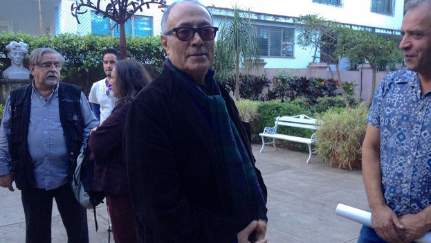 Abbas Kiarostami recibe el premio Tomás Gutiérrez Alea en la UNEAC. (14ymedio)