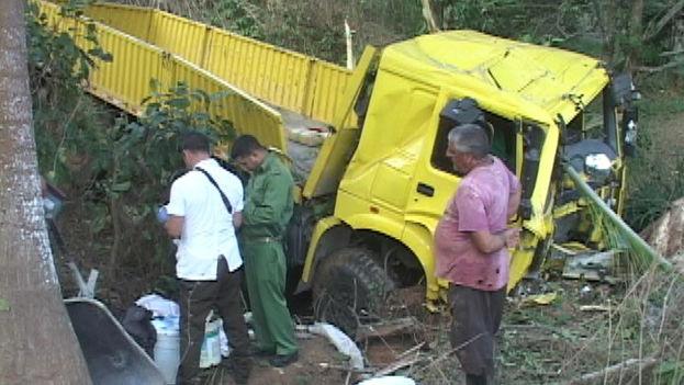El accidente que tuvo lugar este miércoles se produjo entre un camión destinado a labores agrícolas y un tractor con carreta. (15 de septiembre/Guillermo Martínez)