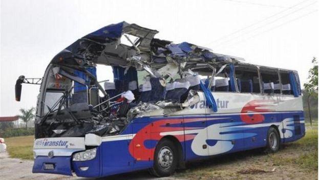 Accidente en Holguín deja saldo de un muerto y 38 heridos