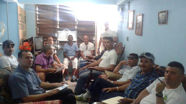 Activistas reunidos en Santiago de Cuba para debatir su participación en Cumbre de las Américas