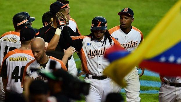 Las Àguilas en su enfrentamiento con los Criollos. (Redes)