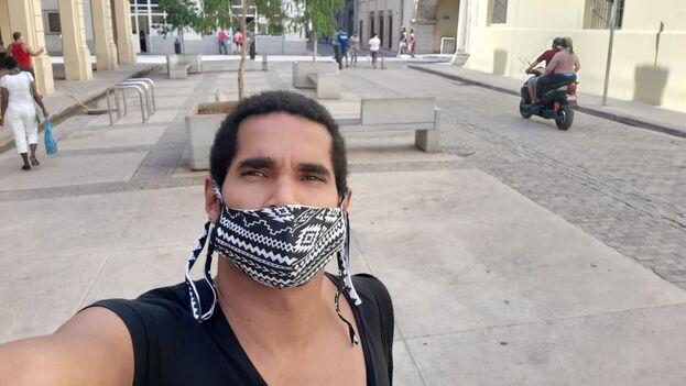 Alcántara este miércoles, cuando se encaminaba a poner la denuncia. (Facebook/Luis Manuel Otero Alcántara)
